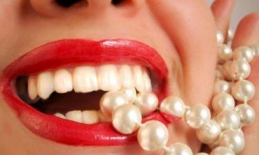 Φυσικές λύσεις για πιο λευκά δόντια
