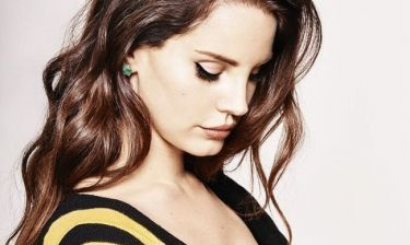 Η Lana Del Rey χρησιμοποιεί το μολύβι φρυδιών με ένα τρόπο που δεν έχεις φανταστεί!