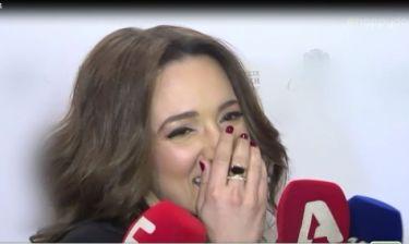 H Καλομοίρα ήρθε σε δύσκολη θέση με τις ερωτήσεις των δημοσιογράφων και...
