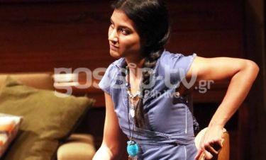 Πρωταγωνιστεί στο θέατρο Χορν και είναι κόρη του…