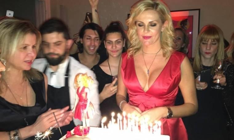 Λιβανίου: Το βαθύ ντεκολτέ, το sexy φόρεμα και τα κεράκια που αποκάλυψαν την πραγματική ηλικία της!