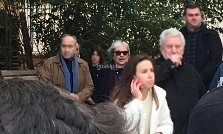Εικόνες. Δεν άντεξε ο Σταύρος Παντελίδης και βγήκε από την εκκλησία (Nassos blog)