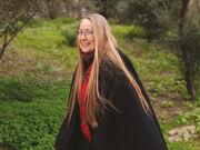 Πασίγνωστη Ελληνίδα τραγουδίστρια παίρνει σύνταξη 600 ευρώ ως βιβλιοδέτης!