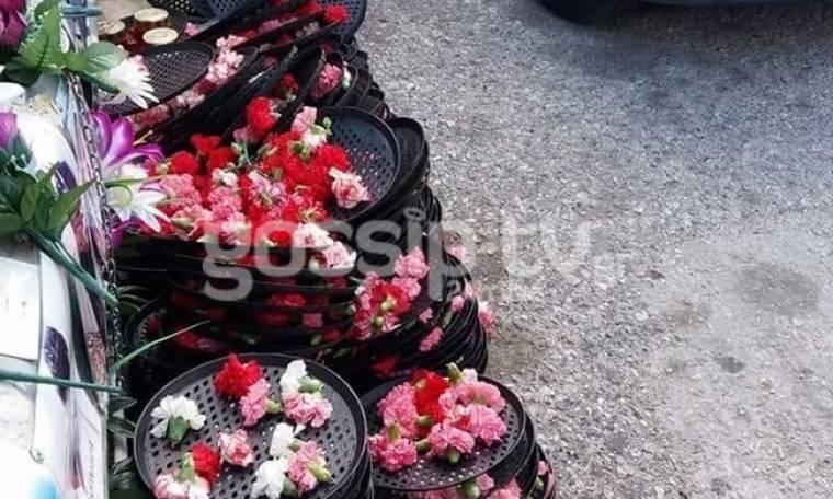 Εικόνα. Έχτισαν με λουλούδια το σημείο που σκοτώθηκε ο Παντελίδης (Nassos blog)