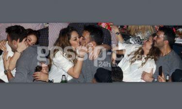 «Καυτά» φιλιά για το ερωτευμένο ζευγάρι