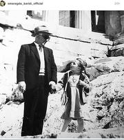 Σμαράγδα Καρύδη: Η σπάνια φωτογραφία από τα παιδικά της χρόνια με τον... παππού της