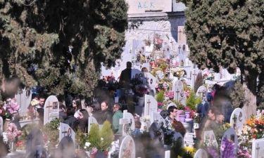 «Εικόνες». Το τρισάγιο στον τάφο του Παντελή, η βουβή μάνα και η απουσία του πατέρα (Νassos blog)