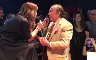 Ο Τόλης τραγουδάει και η κόρη του τον κοιτάει με ενθουσιασμό! Δείτε το βίντεο δια χειρός Λιάγκα