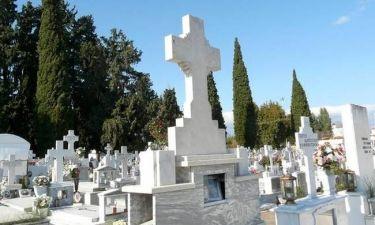 Πάτρα – Τροχαίο μέσα σε νεκροταφείο - Αυτοκίνητο πήρε μαζί του… μνήματα - Δείτε τις εικόνες (pics)
