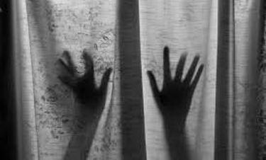 Τηλεπερσόνα σοκάρει με την αποκάλυψη για την σεξουαλική κακοποίηση από την πατέρα της