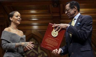 Rihanna: «Τελικά τα κατάφερα μέχρι το Harvard»