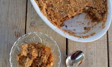 Αpple crumble: Η πιο απλή και εύκολη εκδοχή της αμερικάνικης μηλόπιτας!