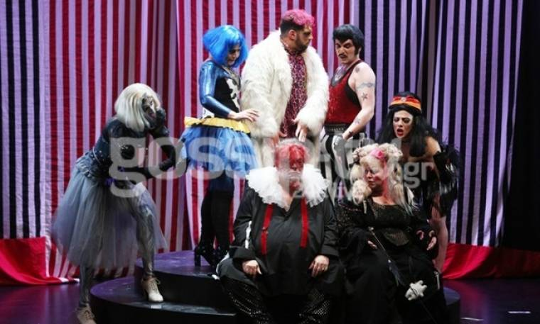 Λαμπερή πρεμιέρα για τον Σταμάτη Κραουνάκη στο θέατρο Τέχνης