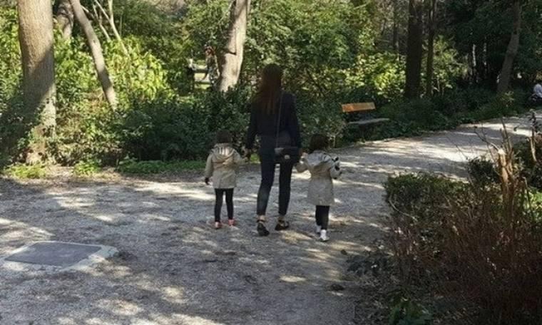 Σταματίνα Τσιμτσιλή: Βόλτα με τις κόρες της στο Ζάππειο