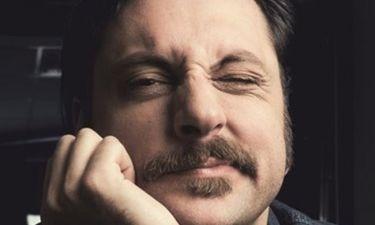 Γιώργος Χρυσοστόμου: «Πιστεύω πως η κωμωδία χρειάζεται τη θλίψη για να είναι αστεία»