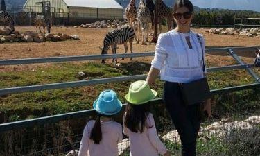 Η Σταματίνα Τσιμτσιλή με τις κόρες της στο Αττικό Ζωολογικό Πάρκο