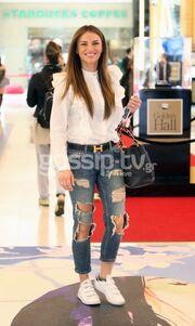 Ελένη Τσολάκη: Για ψώνια με casual σύνολο