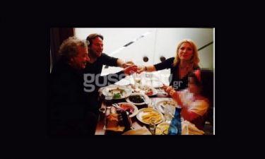 Αποκλειστικό. Η Μενεγάκη με τον Ματέο και την κόρη τους στον Πειραιά (Nassos blog)