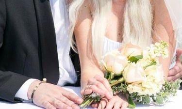 Γνωστή Ελληνίδα ελεύθερη και με τη βούλα - Γιόρτασε το διαζύγιο με τον πρώην άντρα της (φωτό)