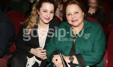 Έξοδος στο θέατρο για μητέρα και κόρη
