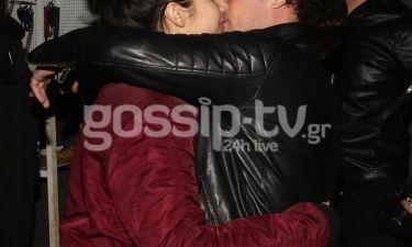 Τα παθιασμένα φιλιά Έλληνα ηθοποιού με τη νέα του σύντροφο