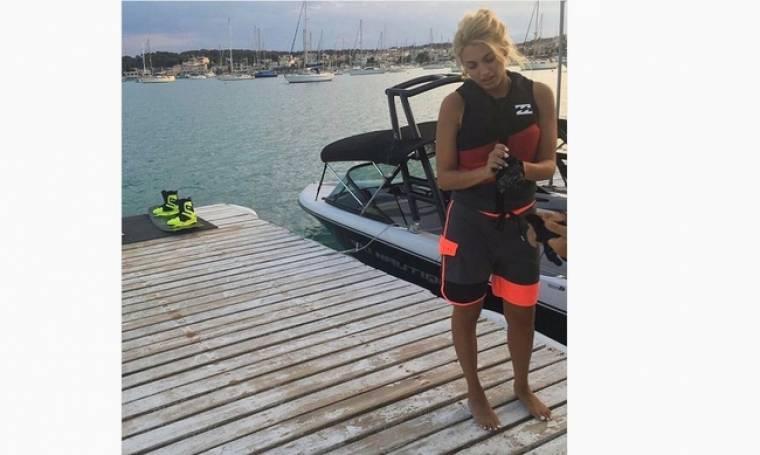 Ξεκίνησε τα… θαλάσσια σπορ η Σπυροπούλου