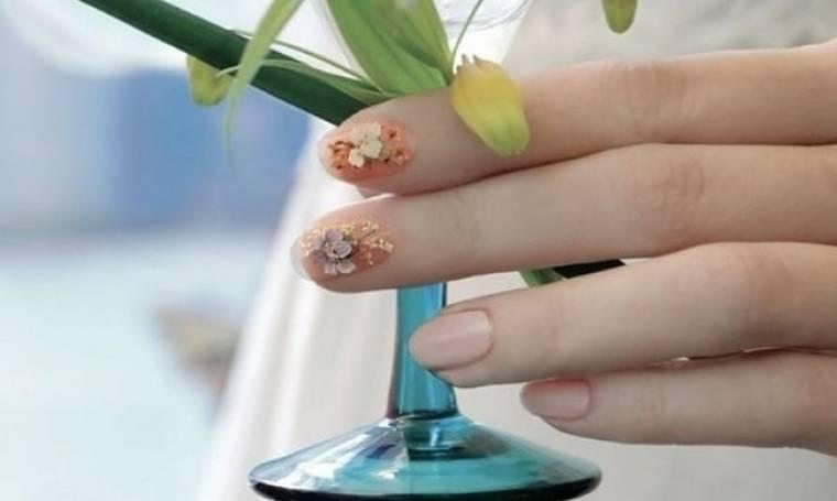 Μανικιούρ που... ανθίζουν! Δες την τελευταία τάση στο nail art!