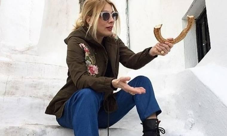 Summer loading: Η Σμαράγδα Καρύδη με αθλητικό σουτιέν και έχει απλά κορμάρα