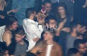 Ο έρωτας δεν κρύβεται. «Καυτά» φιλιά σε νυχτερινό κέντρο της Αθήνας