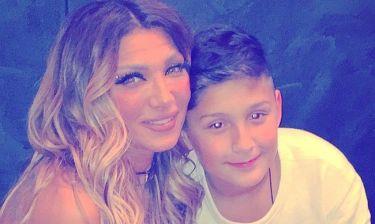 Αγγελική Ηλιάδη: Περήφανη μαμά για τον γιο της Μπαμπίνο που συμμετείχε στην σχολική παρέλαση!