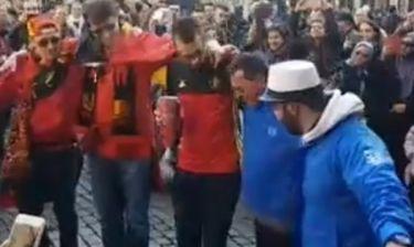 Βέλγιο-Ελλάδα: Έλληνες και Βέλγοι οπαδοί χόρεψαν συρτάκι στις Βρυξέλλες (video)