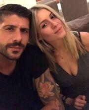 Ζευγάρι της ελληνικής showbiz αναβάλλει το γάμο του - Τι συνέβη;