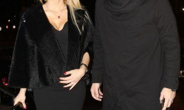 Ο σύζυγος Ελληνίδας παρουσιάστριας, της ανακοίνωσε ότι φεύγουν ταξίδι αναψυχής σε ρομαντικό δείπνο