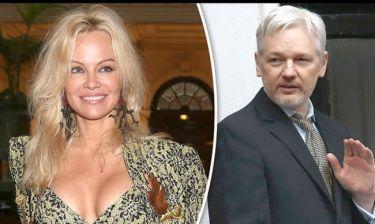Η Pamela Anderson επιτέλους παραδέχτηκε τον έρωτά της για τον Julian Assange