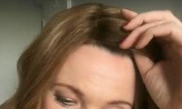 Συγκλονιστική στιγμή: Παρουσιάστρια αποφασίζει να βγάλει την περούκα μετά τις χημειοθεραπείες