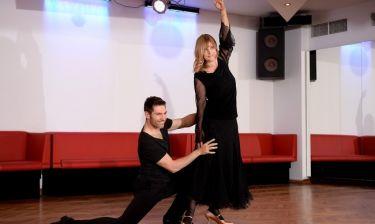Η «Λολίτα των '80s» μάγεψε το κοινό με το αισθησιακό της tango