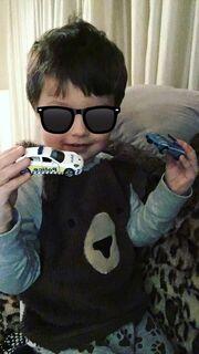 O Σάββας Γκέντσογλου φωτογραφίζει τον γιο του την ώρα που παίζει