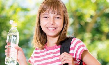 Αφυδάτωση στα παιδιά: Πώς επηρεάζει τις σχολικές επιδόσεις