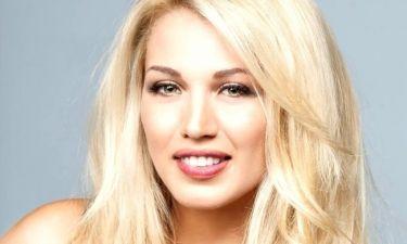 Η Κωνσταντίνα Σπυροπούλου έβγαλε τις τρέσες της - Έτσι είναι  με το φυσικό μαλλί της