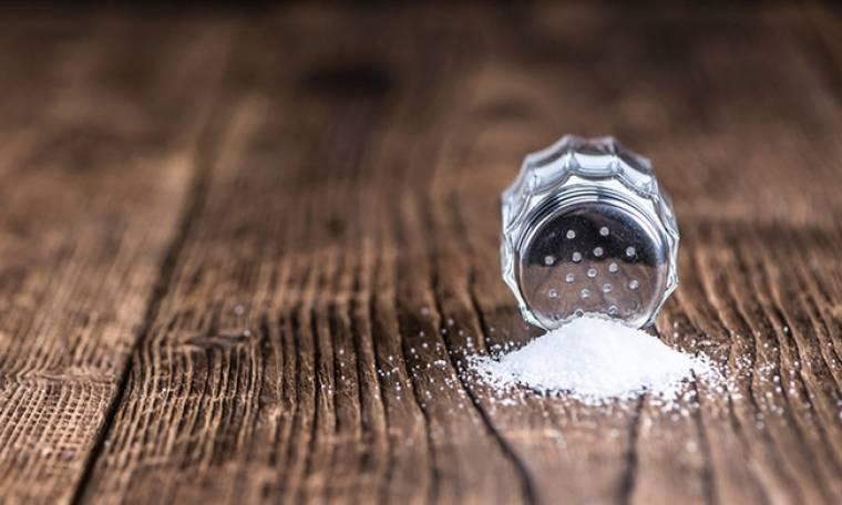 Αλάτι: Πόσο επικίνδυνο είναι τελικά για την καρδιά; Τι υποστηρίζει νέα έρευνα