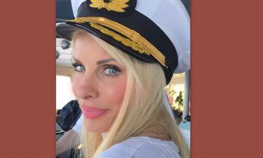 Δεν θα πιστέψετε τι κουβαλούσε η Μενεγάκη μαζί της στο πλοίο για την Άνδρο