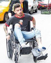 Σε αναπηρικό καροτσάκι γνωστός τραγουδιστής - Τι συνέβη;