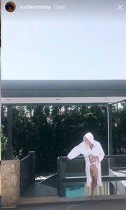 Ρούλα Κορομηλά: Η βουτιά στην πισίνα και η φωτό με μπουρνούζι