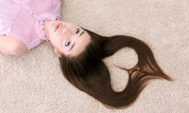 Μαλλιά λιπαρά στη ρίζα και ξηρά στην άκρη; Τρεις λύσεις που θα σας σώσουν!