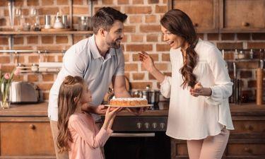 Τι μπορεί να κάνει ένας μπαμπάς για να κάνει ξεχωριστή τη σημερινή μέρα για τη γυναίκα του