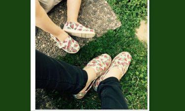 Μαμά και κόρη με  τα ίδια παπούτσια!
