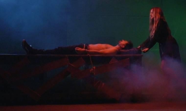 Ποια τραγουδίστρια βασανίζει τον Κώστα Γκρέκα;