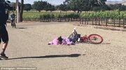 H Kendal Jenner και η… επική της τούμπα από το ποδήλατο