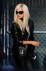 Penelope Cruz: Οι πρώτες φωτογραφίες της ξανθιά ως… Donatella Versace