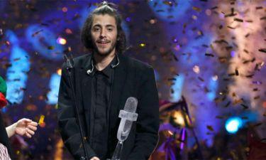Eurovision 2017: Αυτός είναι ο λόγος που ο νικητής φόρεσε μεγαλύτερο από το νούμερο του σακάκι